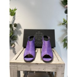Chaussures violettes...